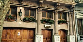 Buenas Vibras Hostel - Montevideo - Building