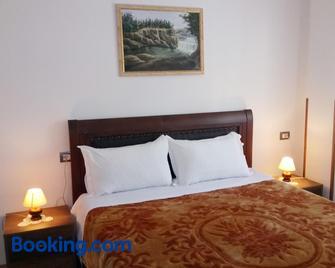 Guesthouse Villa Juri - Berat - Bedroom