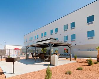 Motel 6 Midland, TX - Midland - Rakennus