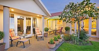 Olive House Bed And Breakfast - Christchurch - Patio