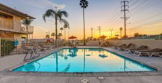 Motel 6 San Bernardino South - San Bernardino - Uima-allas