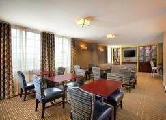 Sheraton Pittsburgh Airport Hotel - Coraopolis - Restaurant