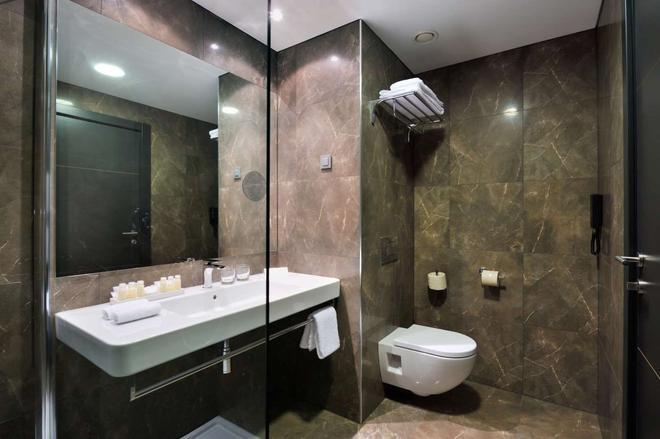 Radisson Blu Plaza Hotel, Ljubljana, Si - Ljubljana - Bathroom