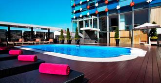 Vela Dhi Glow Pratunam - Băng Cốc - Bể bơi