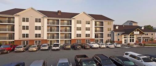 White River Inn and Suites - White River Junction - Building