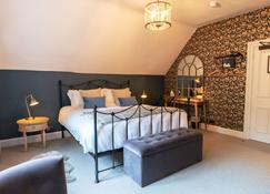 Bull Inn - Reading - Bedroom