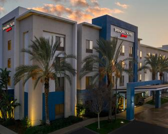 SpringHill Suites by Marriott Corona Riverside - Corona - Gebouw
