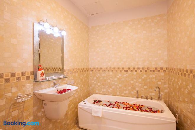 Phuong Nam Guest House - Phan Thiet - Bathroom