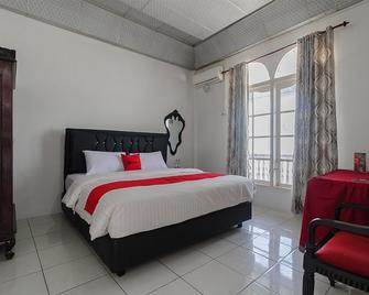 RedDoorz near Universitas Negeri Padang - Padang - Bedroom