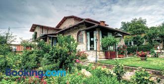 B&B Villa Garden - Saturnia - Building