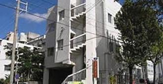 Guest House Paradise Okinawa - נאהא - בניין