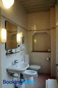 Hotel Button - Parma - Bathroom