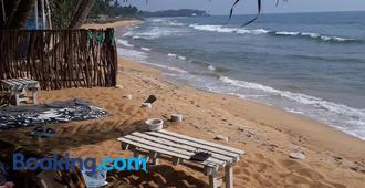 Oynise Beach Cabin - Galle - Playa