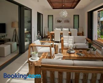 Coral Villa - Cap Malheureux - Living room