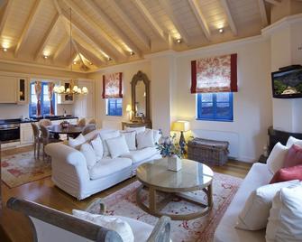 Zagori Suites Luxury Residences - Vítsa - Huiskamer