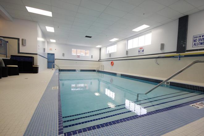 Coast Lethbridge Hotel & Conference Centre - Lethbridge - Pool