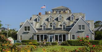 The Castle B&b On Silver Lake Harbor - Ocracoke - Edificio