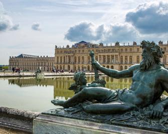 Ibis Versailles Château - Versailles - Building