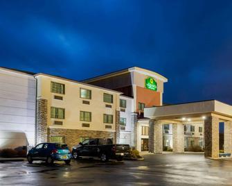 La Quinta Inn & Suites by Wyndham Batavia - Batavia - Building