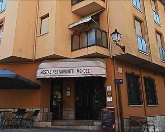 Hostal Restaurante Méndez 'El Guardia' - Villafranca del Bierzo - Edificio
