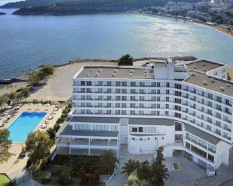 Lucy Hotel - Kavála - Building