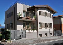 Bed & Breakfast Vieulif - Moniga del Garda - Building