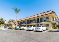Motel 6 Ucr Riverside - Riverside - Building