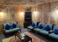 Comfort Inn Coober Pedy Experience - Coober Pedy - Living room