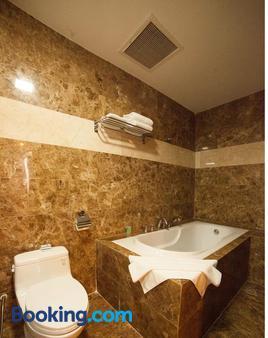 Danang Petro Hotel - Da Nang - Bathroom
