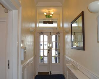 The Lindum - Hastings - Front desk