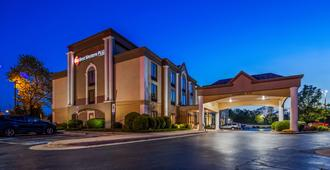 Best Western Plus Greensboro/Coliseum Area - Greensboro - Toà nhà