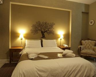 Kleopatra Traditional Hotel Apartments - Stoupa - Slaapkamer