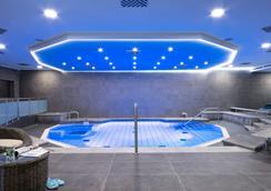 德累斯頓杜瑞特酒店 - 德勒斯登 - 德勒斯登 - 游泳池