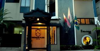 Machado's Plaza Hotel - בלם