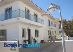 Polyxenia Isaak Luxury Villas And Apartments - Protaras - Building
