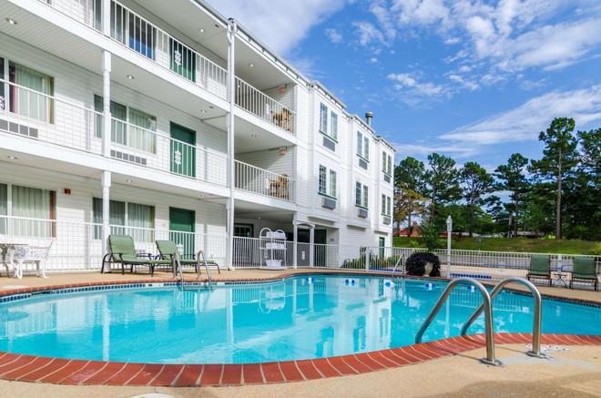 Quality Inn - Eureka Springs - Pool
