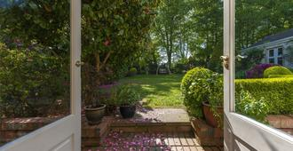 Fuchsia House - Killarney - Outdoor view