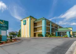 Quality Inn Carolina Oceanfront - Kill Devil Hills - Building