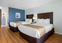 Quality Inn Carolina Oceanfront - Kill Devil Hills - Schlafzimmer