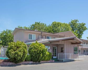 Days Inn by Wyndham Oroville - Oroville - Building