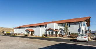 Rodeway Inn - Cheyenne - Building