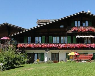 Hotel Chalet Bergblick - Aeschi bei Spiez - Building