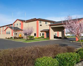 Super 8 by Wyndham Bellingham Airport/Ferndale - Ferndale - Building