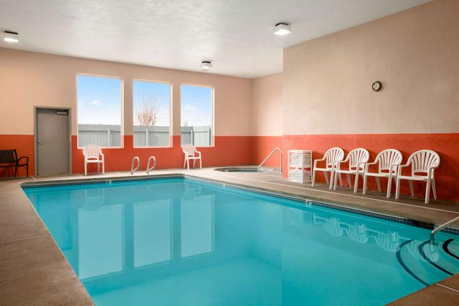 Super 8 by Wyndham Bellingham Airport/Ferndale - Ferndale - Pool