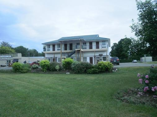 Bayview inn - Orillia - Building