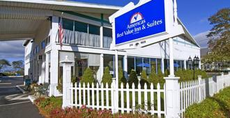 Americas Best Value Inn & Suites Hyannis Cape Cod - Hyannis - Rakennus