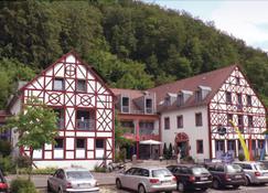 Behringers Freizeit - und Tagungshotel - Gößweinstein - בניין