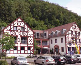 Behringers Freizeit- & Tagungshotel - Gößweinstein - Gebouw