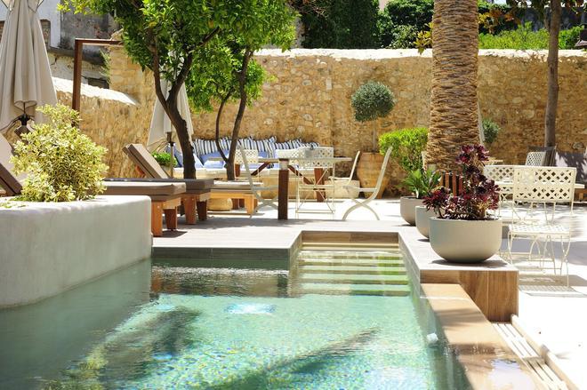 佩皮公寓酒店 - 只招待成人入住 - 雷西姆農 - 羅希姆諾 - 天井