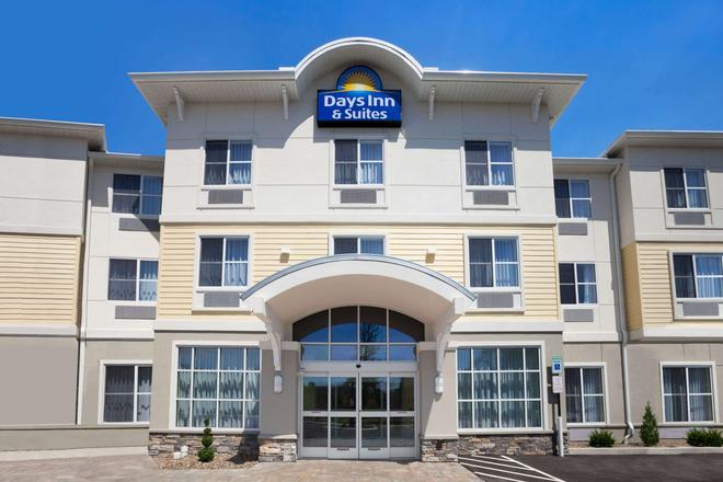 Days Inn & Suites by Wyndham Altoona - Altoona - Κτίριο